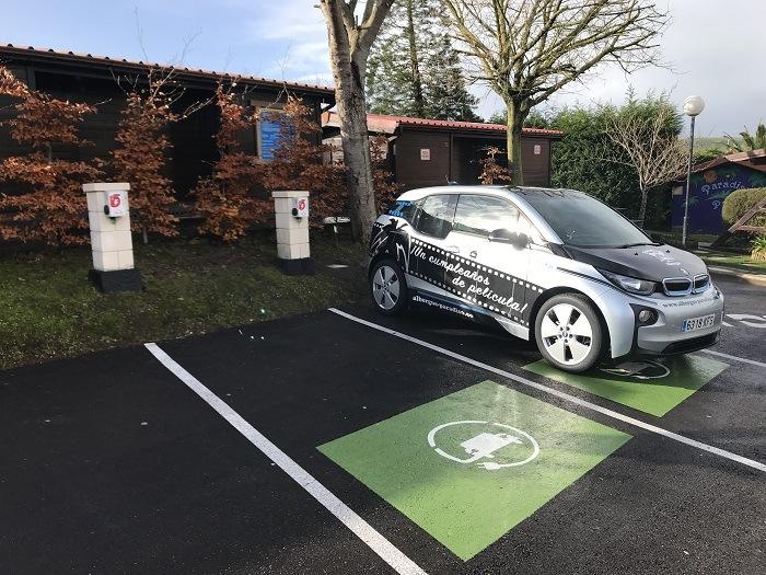 albergue paradiso instala dos puntos de carga para vehículos electricos en suances